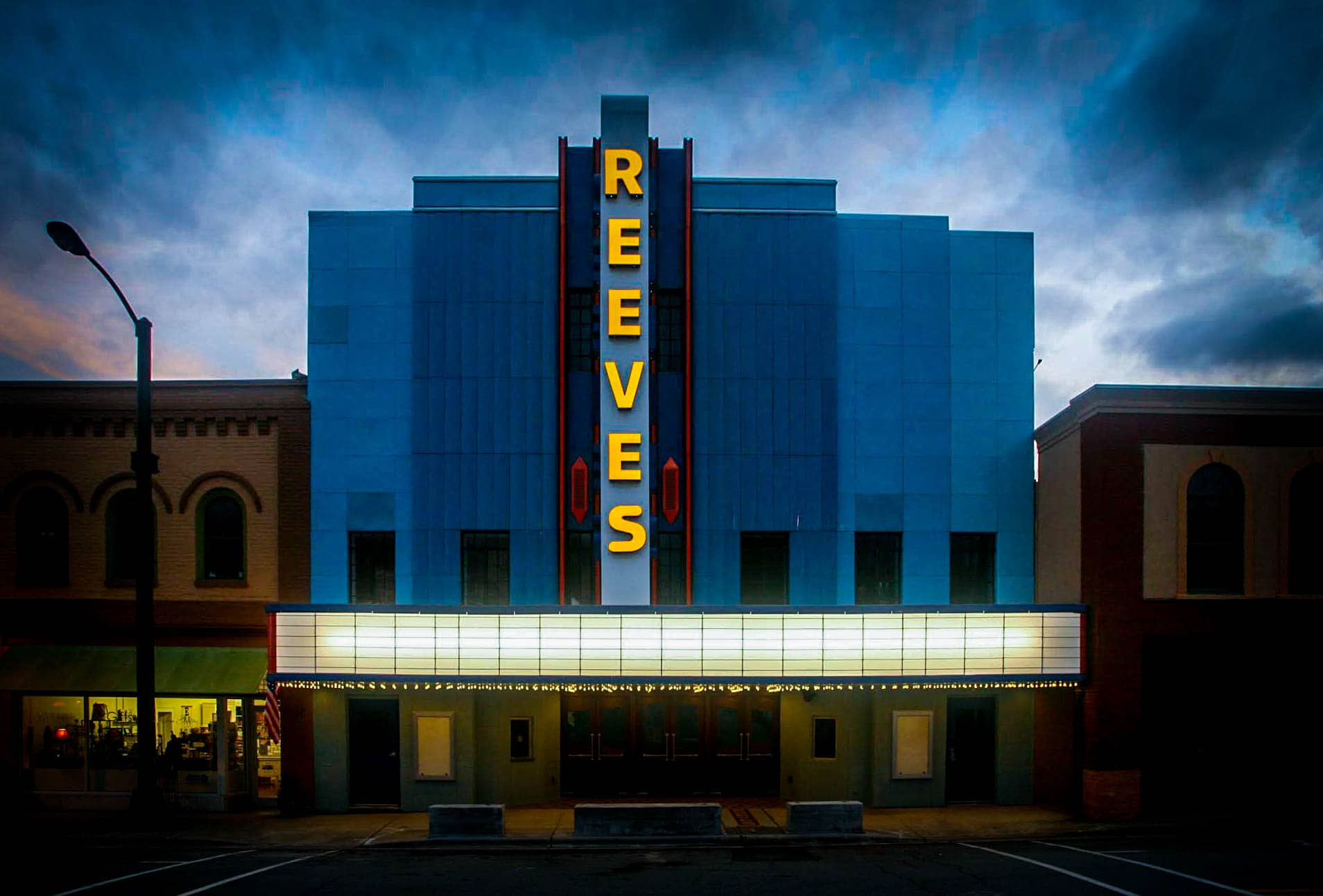 Reeves Theater & Cafe